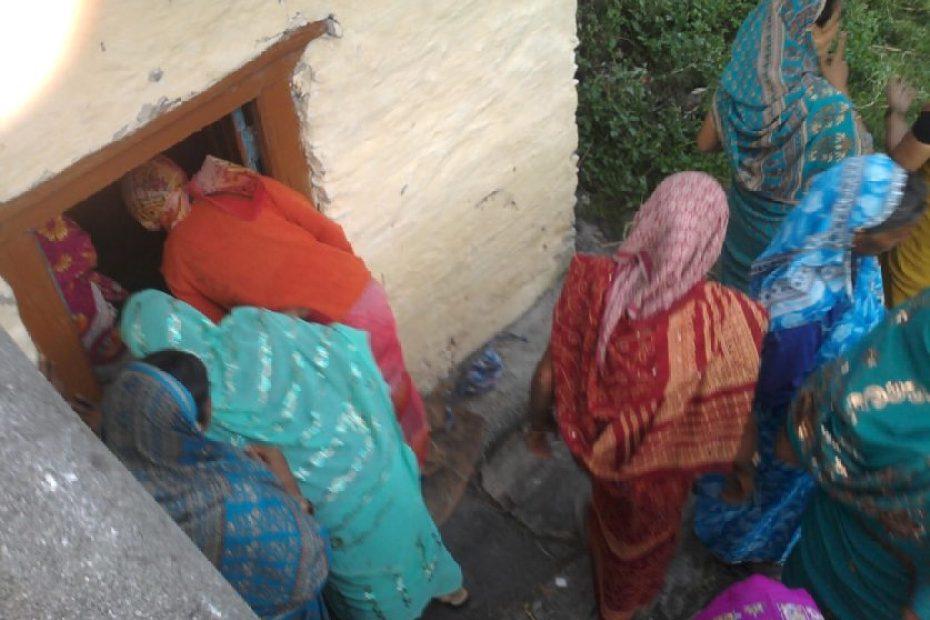 women and nature uttarakhand