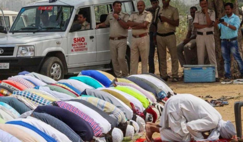 Gurugram residents namaz in open