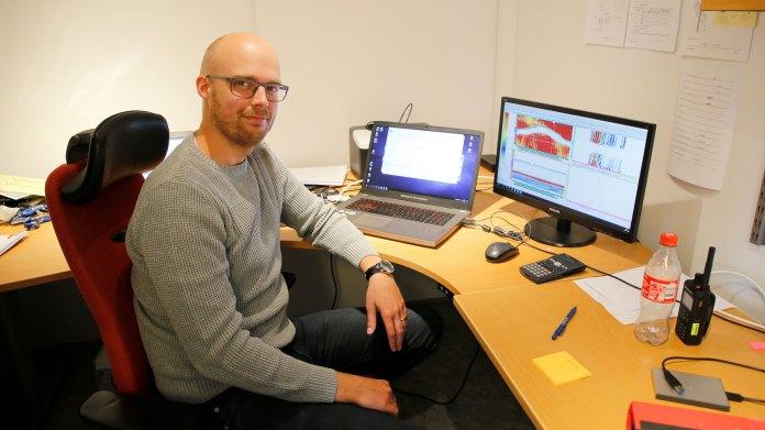 11-Jonas-Olsson-utvärderar-data.jpg