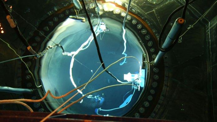 8-Tre-i-reaktortanken-samtidigt.jpg