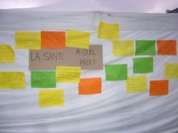 Animation d'un porteur de parole sur la place de l'hôtel de ville - Campagne santé à quel prix ? en 2013