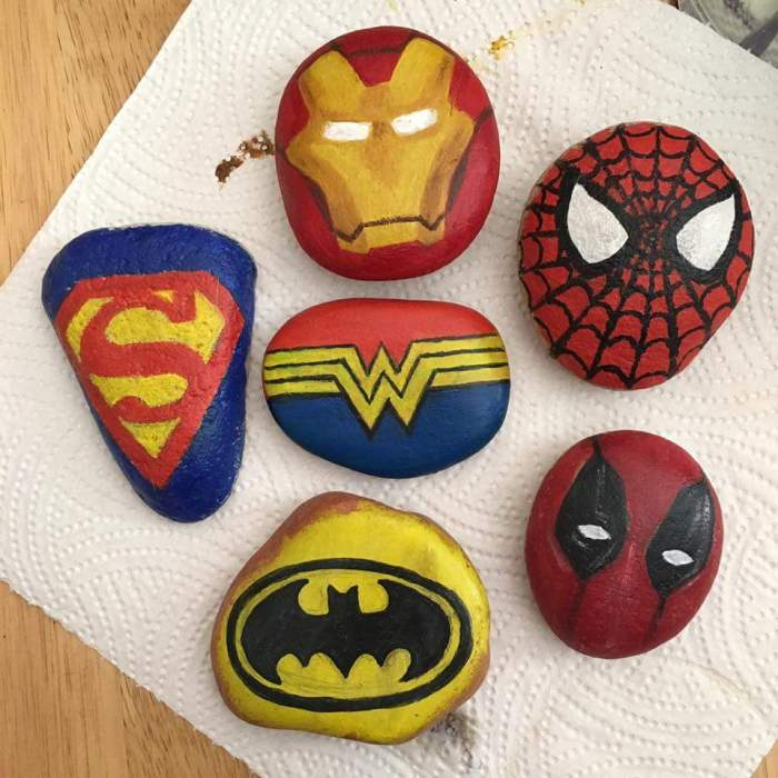 Beautiful stone art craft for kids. We love fun DIY projects like this. They make beautiful garden art using painted pebbles