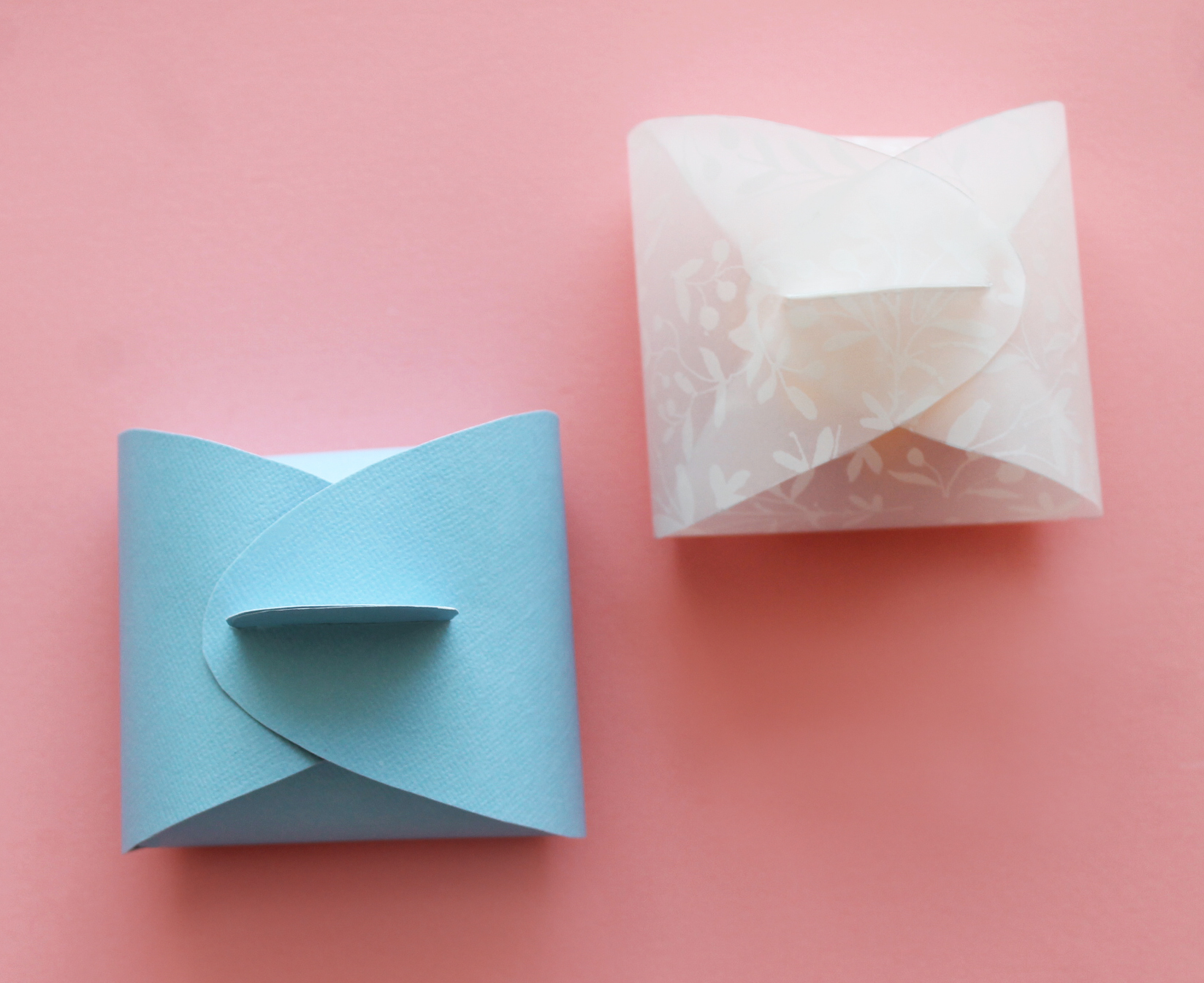 Beautiful valentines diy paper boxes and flowers for Paper containers diy