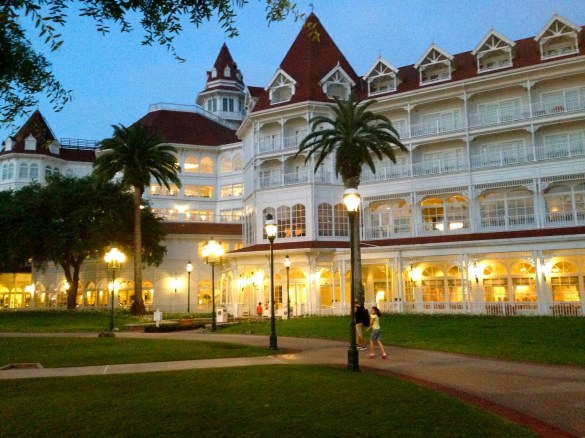 Disney's Grand Floridian Resort: at night