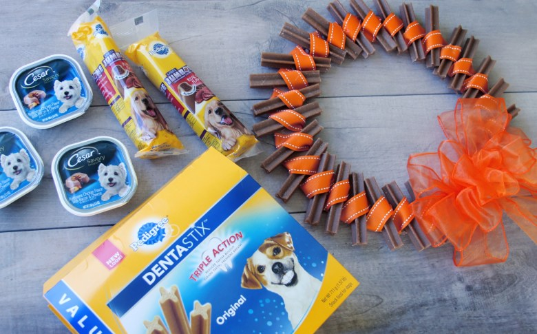 Dog treat wreath and dog treat from Pedigree