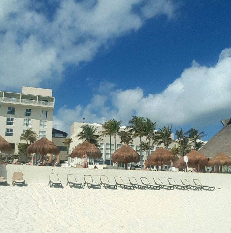 Beach-Chairs-Westin-Cancun-Resort-Spa