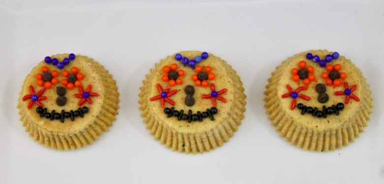 These pumpkin spice cheesecake skulls are a fun and delicious Dia de los Muertos treat to make and enjoy with family.
