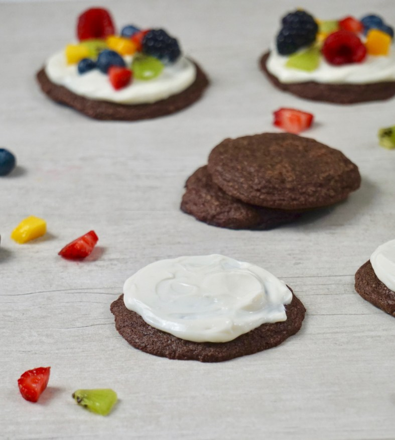 easy chocolate cookies topped with fruit