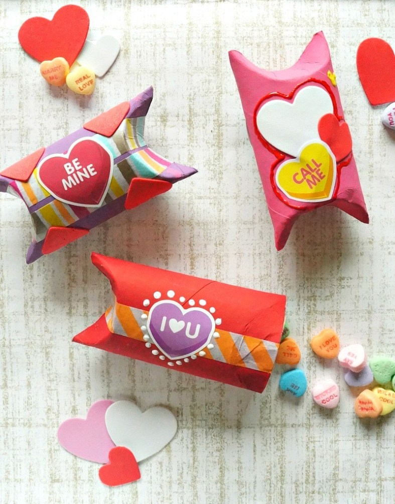 DIY-Valentines-Day-gift-boxes-made-out-of-toilet-paper-rolls-Love-this-fun-craft-idea