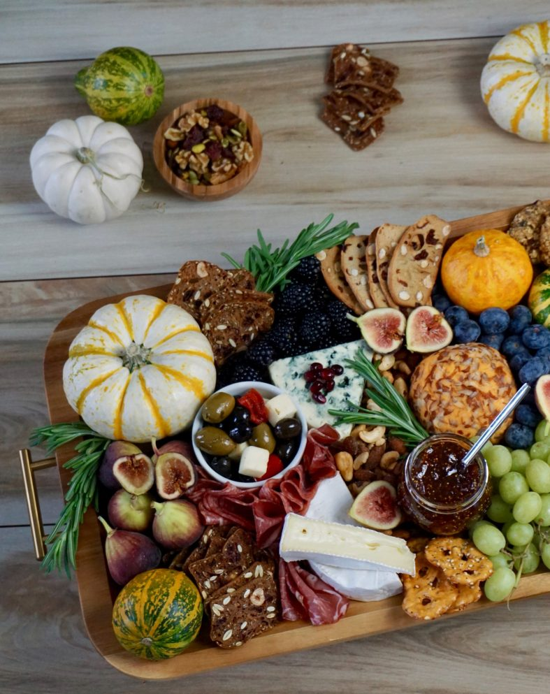 Fall cheeseboard Thanksgiving easy appetizer