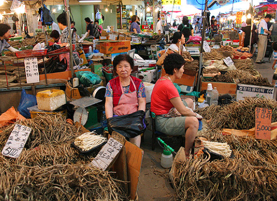 scary asian foods, seaweed seller, traditional markets in korea, ginseng sellers in asia