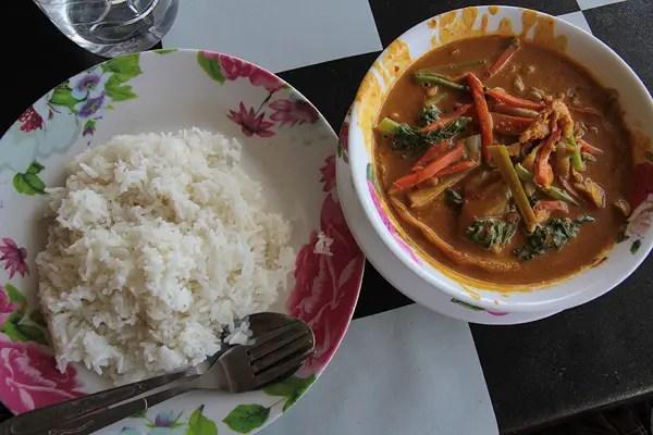 thai curry, food in thailand