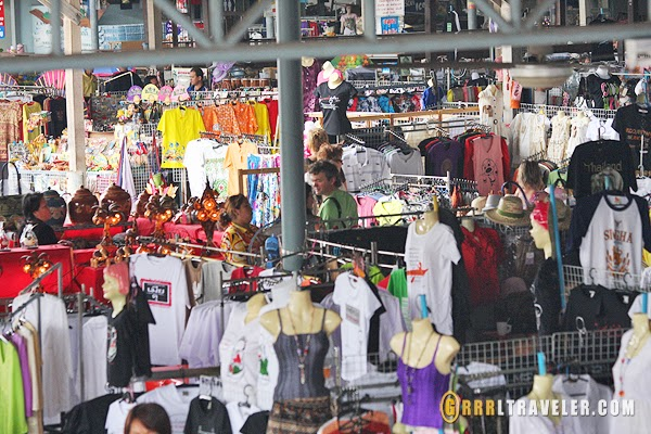 souvenirs shops at damnoen saduak floating market