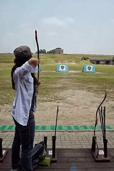 archery in suwon korea, how to shoot archery, suwon fortress historical photos, suwon hwaseong fortress korea, joseon dynasty
