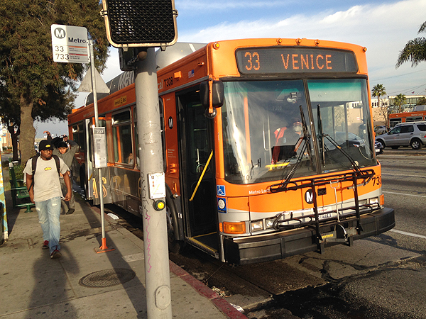 los angeles city bus, getting around los angeles, los angeles travel guide