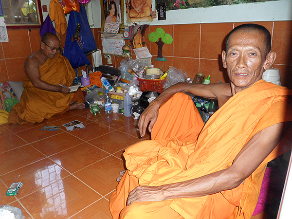 traveling in Thailand, monks in southeast asia