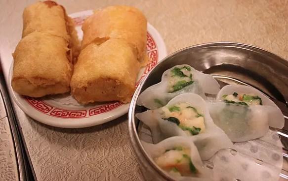 chinese rice rolls, dim sum, hom wah tea parlor, food tour nyc