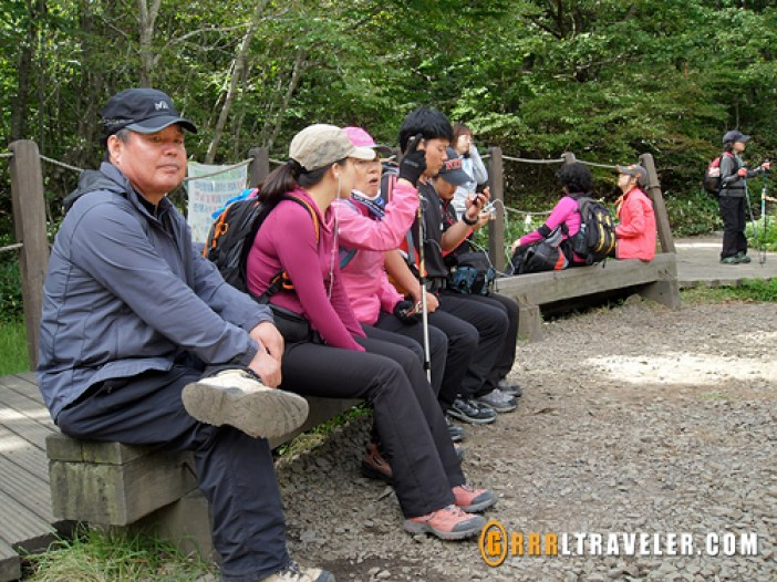 hiking in korea, hiking koreans, korea hiking fashion