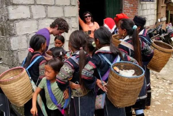 hmoong touts vietnam, hmong touts sapa valley, touts southeast asia, hmong village, hmong guides, hmong culture tavan village