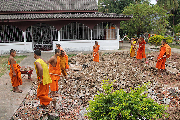 laotian monks, buddhism in laos