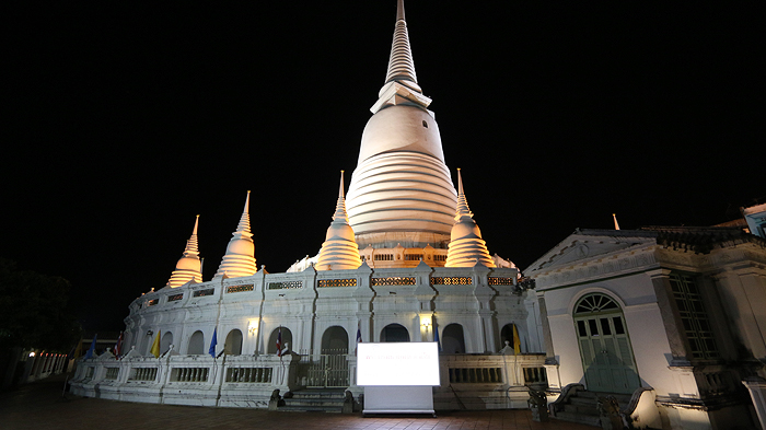 wat prayoon at night, wat prayoon, expique Night Tuk Tuk Tour, night light tuk tuk tour bangkok, bangkok city tour, bangkok night city tour, night tour bangkok, city tour bangkok, bangkok city tour, bangkok sightseeing tours, tuk tuk tours,
