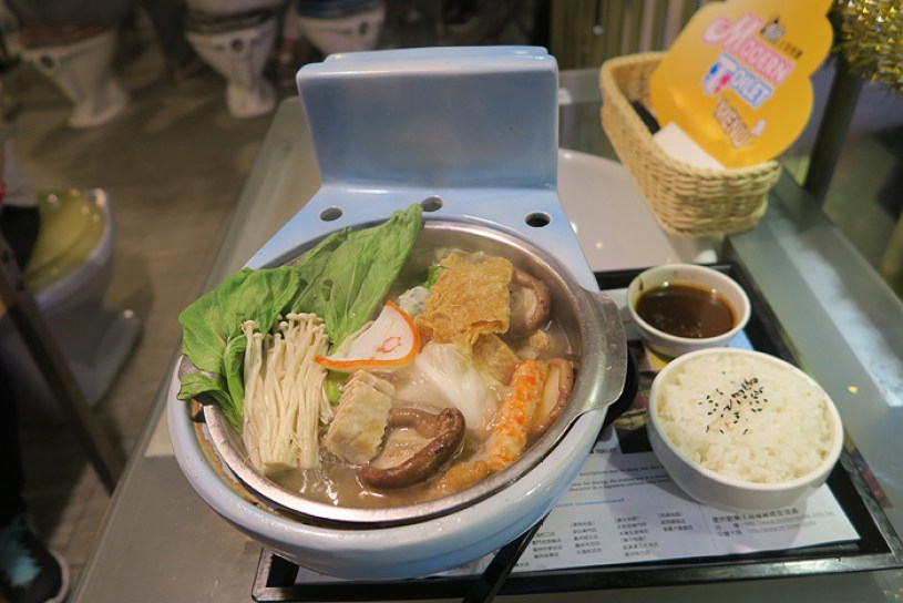 Top Attractions in Taipei, things to do in taipei, fortune telling street, modern toilet taipei