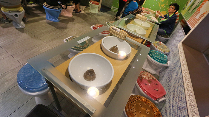 Unusual things to do taipei, Top Attractions in Taipei, things to do in taipei, fortune telling street, modern toilet taipei