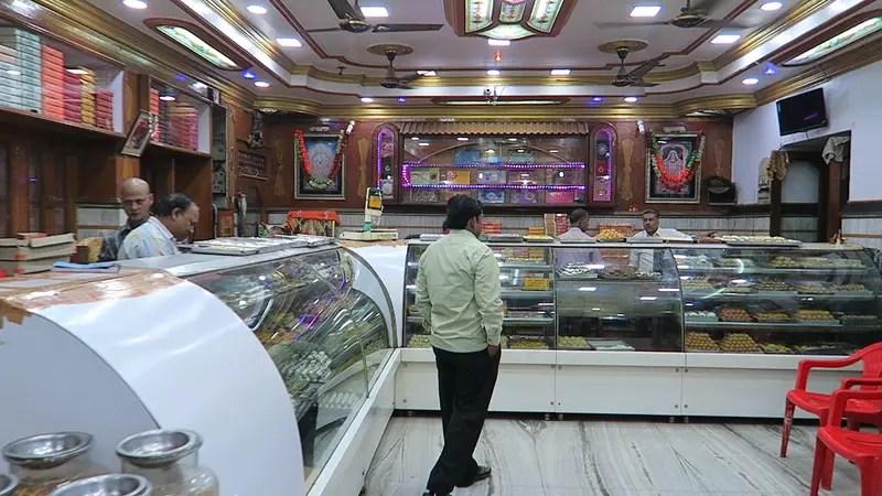 5 must try street foods in Varanasi, Shree Rajbandhu Sweets