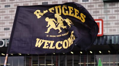 Refugees Welcome Fahne
