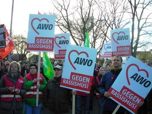 AWO-Vertreter/innen und Plakate (30.03.2015)