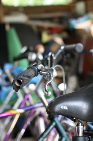 """Wer Fahrräder stiften möchte, ist bei Jörg Hornung an der richtigen Adresse. Er nimmt alles, auch das letzte """"Schrottfahrrad"""" wegen der Ersatzteile."""