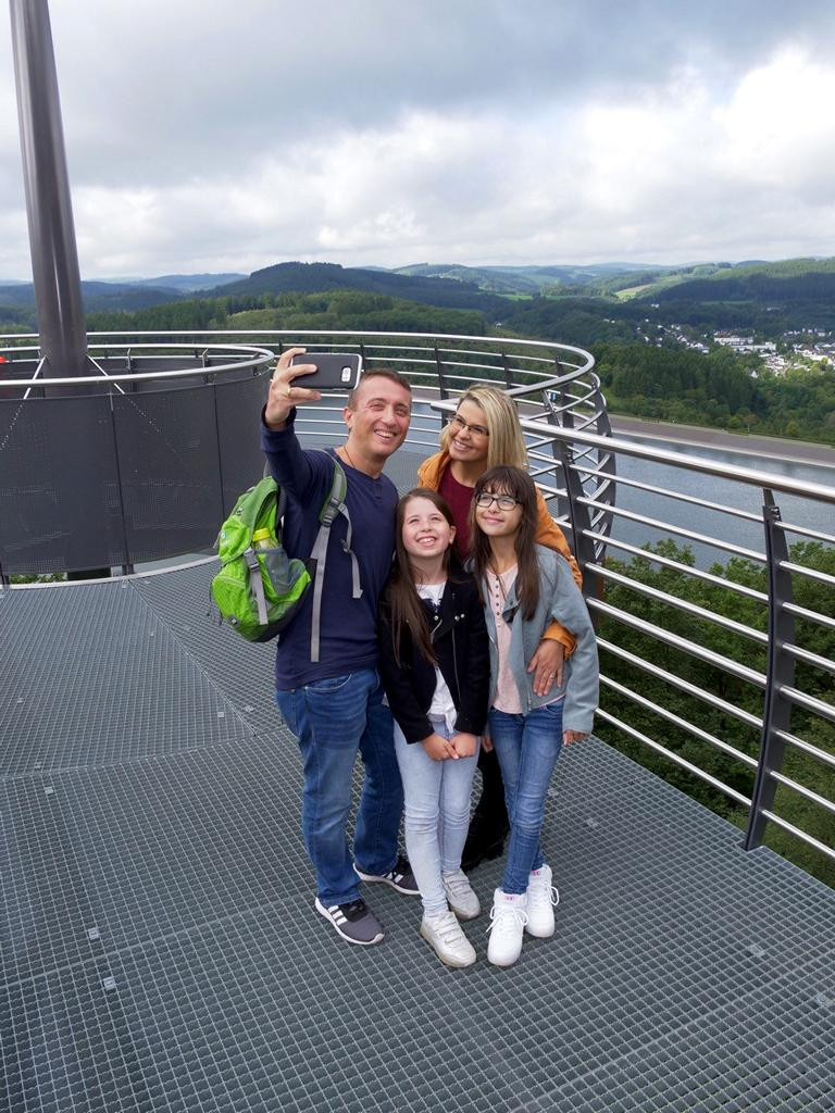 "Familien-Selfie am ""Biggeblick"" in Attendorn"
