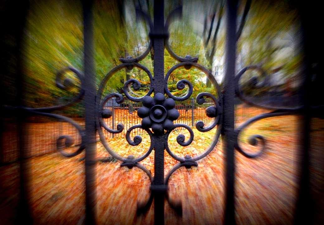 Blcik durch das Gitter