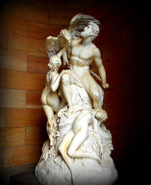 Skulptur mit Adler
