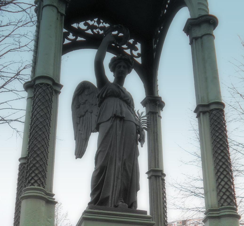 Engel unter dem Dach
