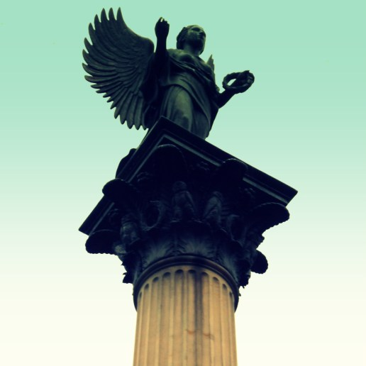 stehender Engel