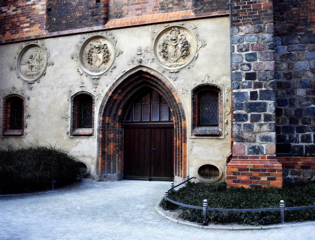 Nebeneingang Kirche
