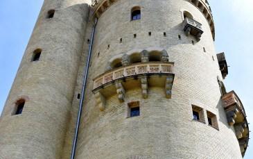 Turm mit Balkonen