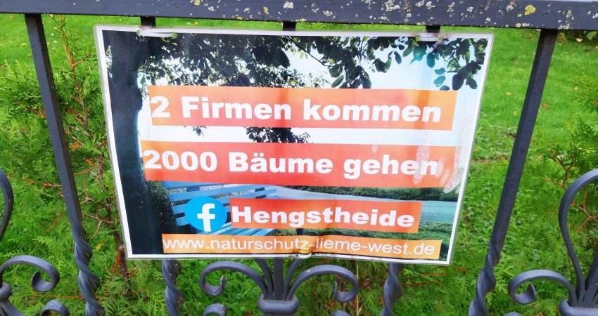 Plakat an der Hengstheide: 2 Firmen kommen, 2000 Bäume gehen