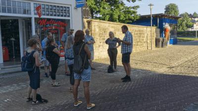 Diskussion am Langenbrücker Tor zu barrierefreier Straßengestaltung