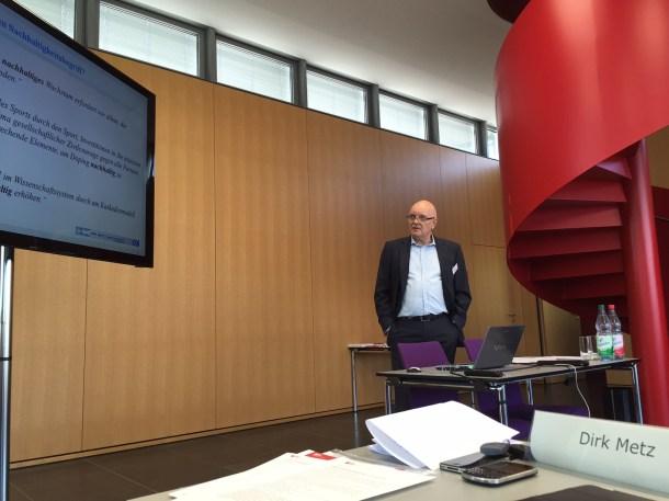 Wird Nachhaltigkeit zum Werbebegriff? Dirk Metz eröffnete den Workshop mit einem Vortrag zur Verwendung des Begriffs in Politik und Wirtschaft (Quelle: Schader-Stiftung)