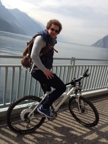 Mit dem Pedelec am Gardasee: Auf den ersten Blick fällt der Unterschied zu einem Mountainbike nicht auf. (Quelle: Kathrin Anni Lettner)