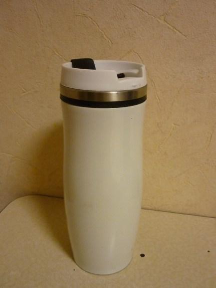 Gleich noch der passende Becher! Man könnte auch in ein schönes Design investieren... ;) Freut auch Kaffejunkies!