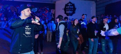 Bier ne. Company Slow live im Cafe Q. Indoor Skateramp. Cafe Q. Live Rap Coburg.