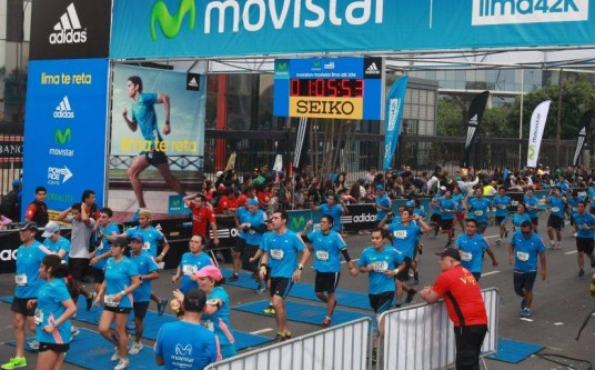 A ton of mostly Peruvians running the 2014 Lima 42K