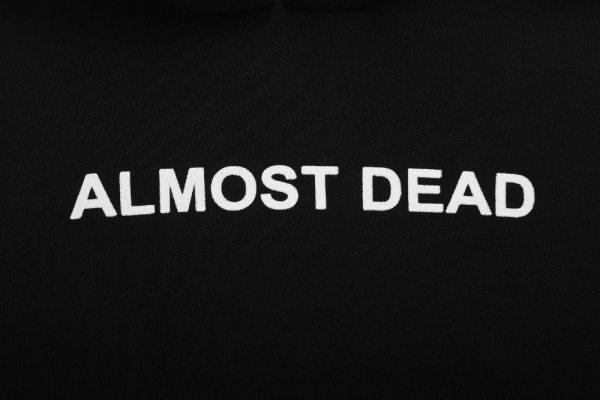 Sweat gothique et grunge Noir Almost dead logo