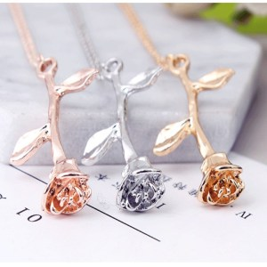 Collier rose en or, argent et or rose