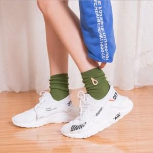 Chaussettes fruits avocat porté avec chaussures
