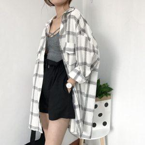 Chemise à carreaux vintage de couleur blanche