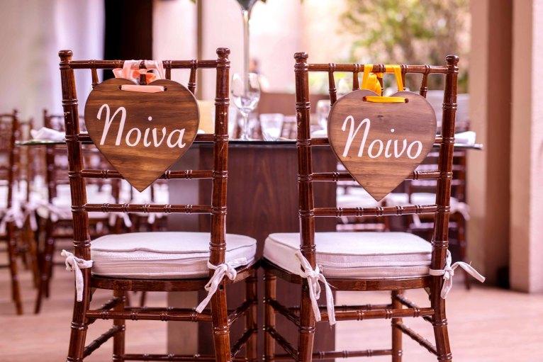 cadeira para noivas e noivos
